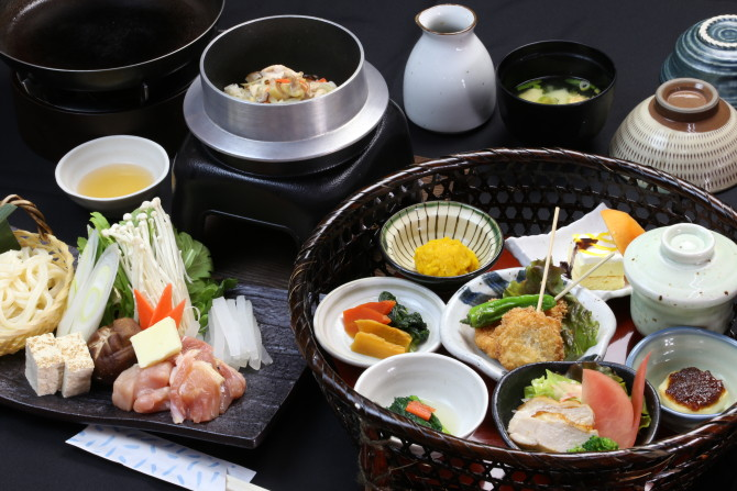秋月・美奈宜の湯の「古処鶏鍋と釜飯の華籠膳」