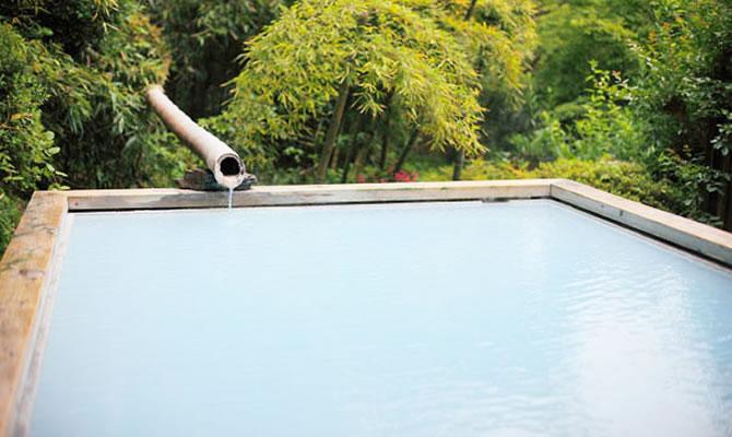 幻想的な雰囲気で女性に人気の「竹林の湯」